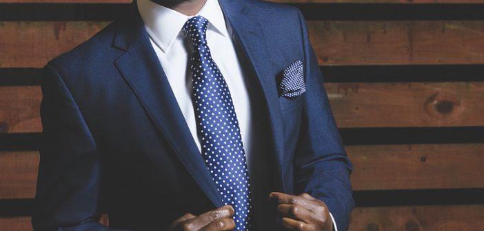 costume homme bleu marine cravate à pois