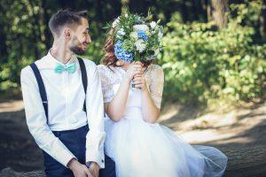 mariés bouquet assorti noeud papillon